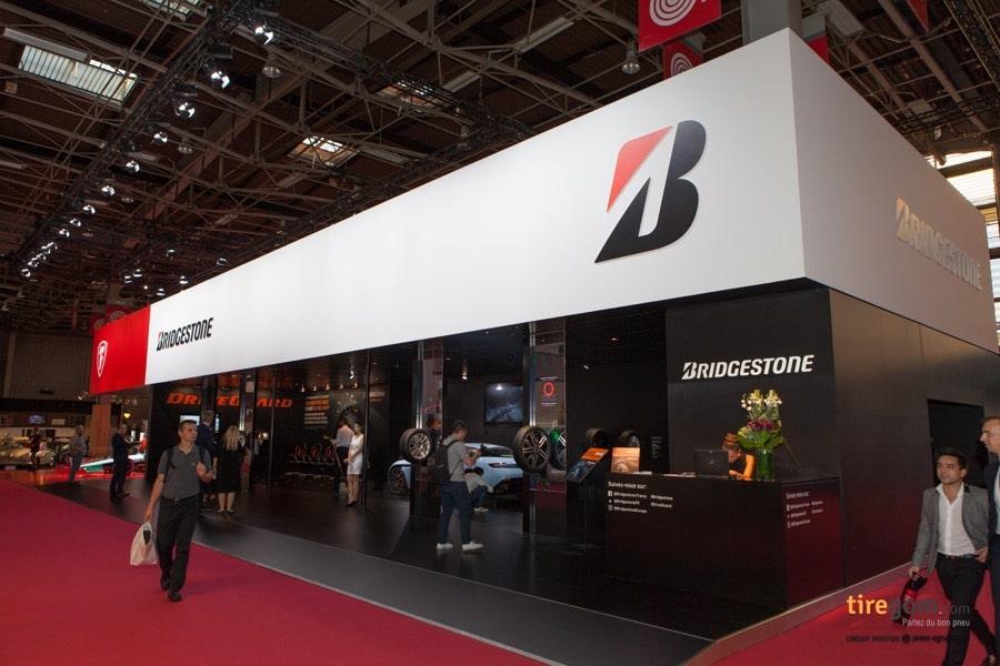 Stand Bridgestone au mondial de l'auto 2016