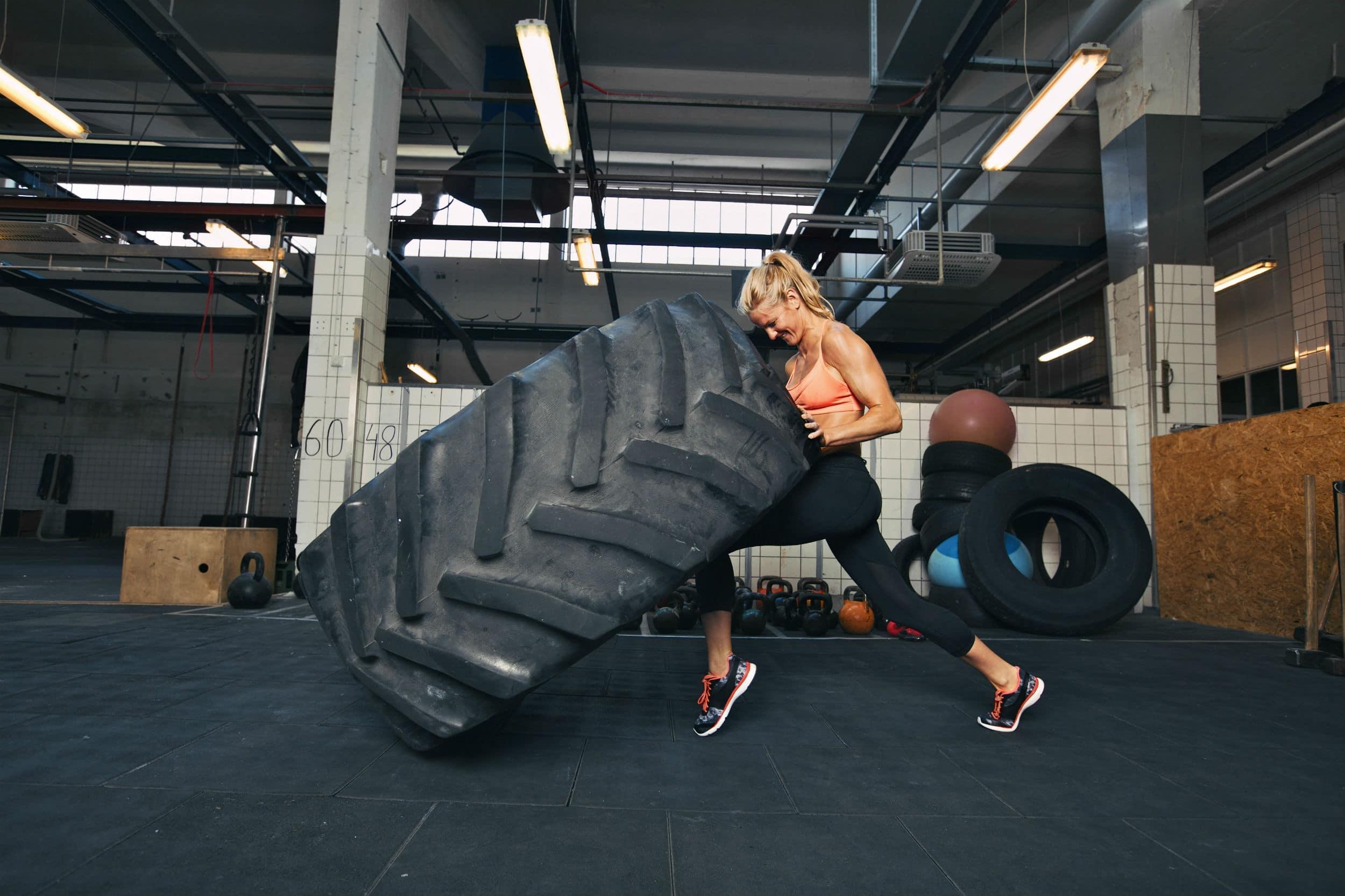 Faire du sport et surtout du crossfit en poussant des pneus usagés