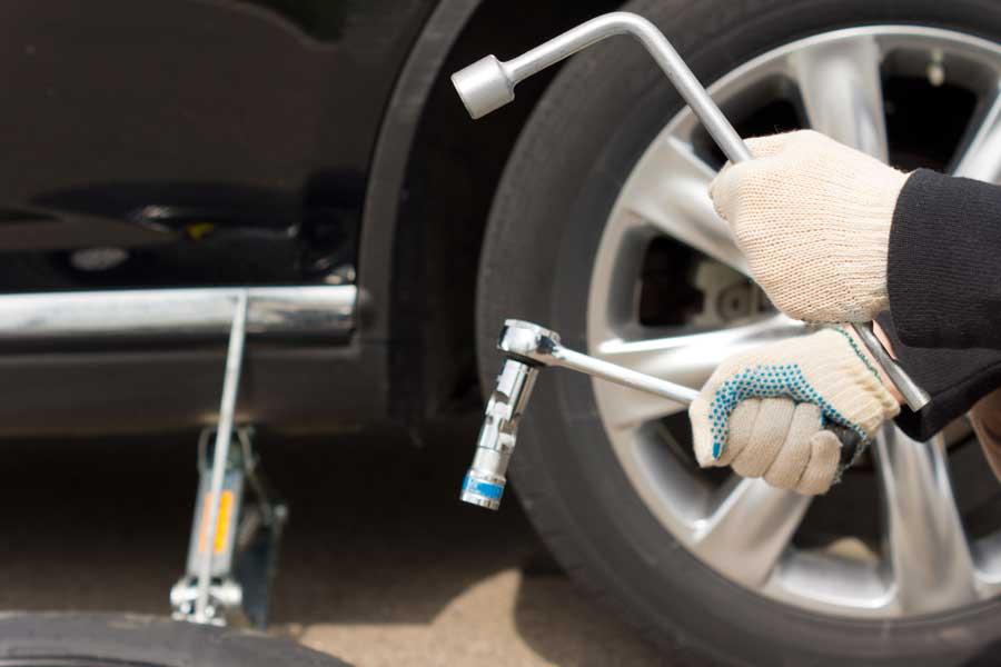 Outils pour démonter et monter une roue