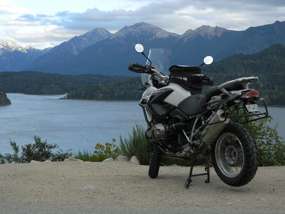 Road trip en moto avec des pneus Heidenau