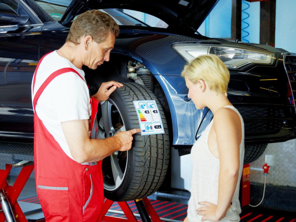 Etiquette sur les pneus garage