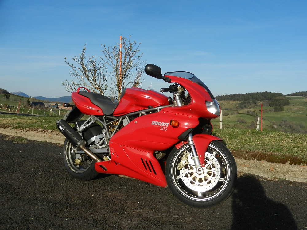 Moto Ducati 900 SSie 2001