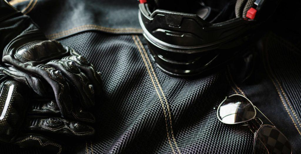 Equipement moto : gants, veste, lunettes