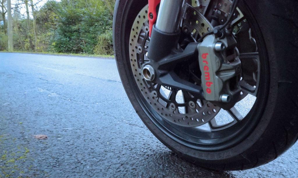 pneu moto hiver avant