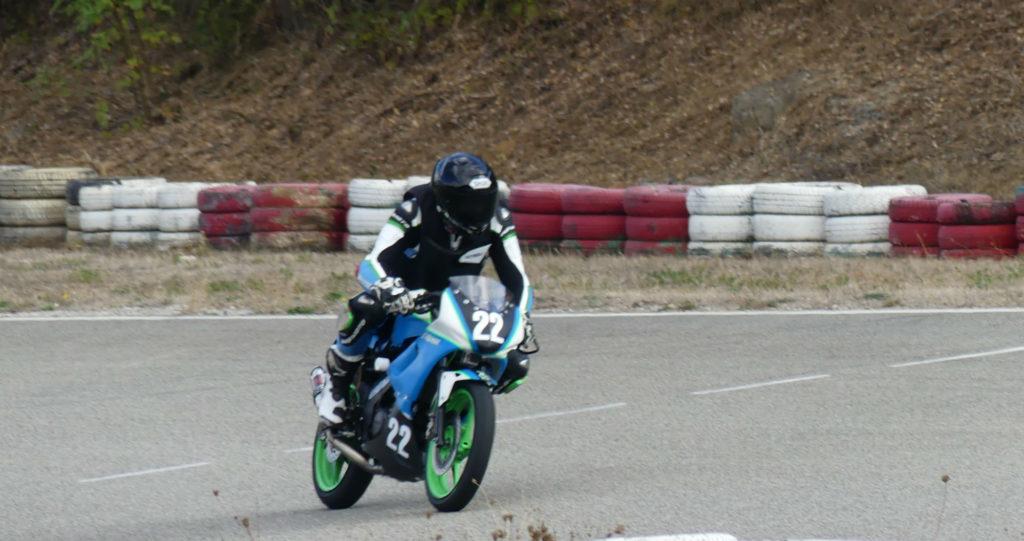 Apprendre à bien freiner sur circuit moto