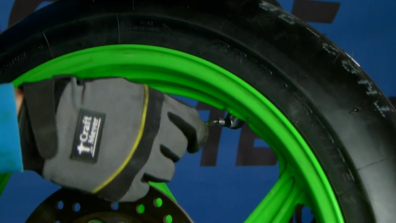 Démonter l'obus pour monter les futurs pneus