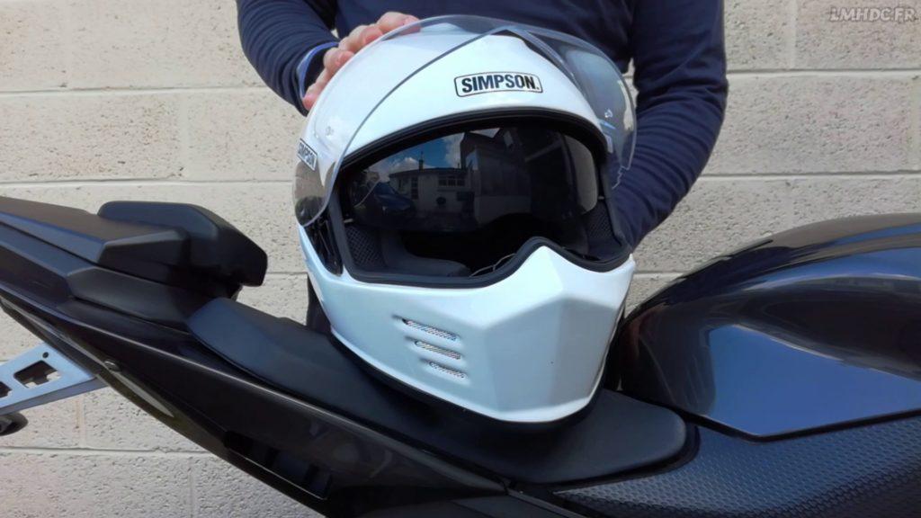 Vérifier votre casque moto avant de prendre le route