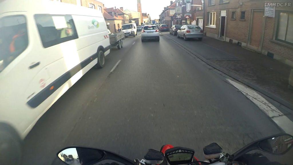 Conduire à moto en agglomération