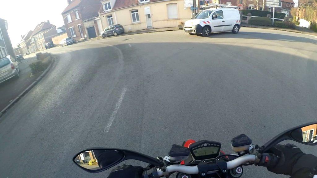 Voir et être vu à moto