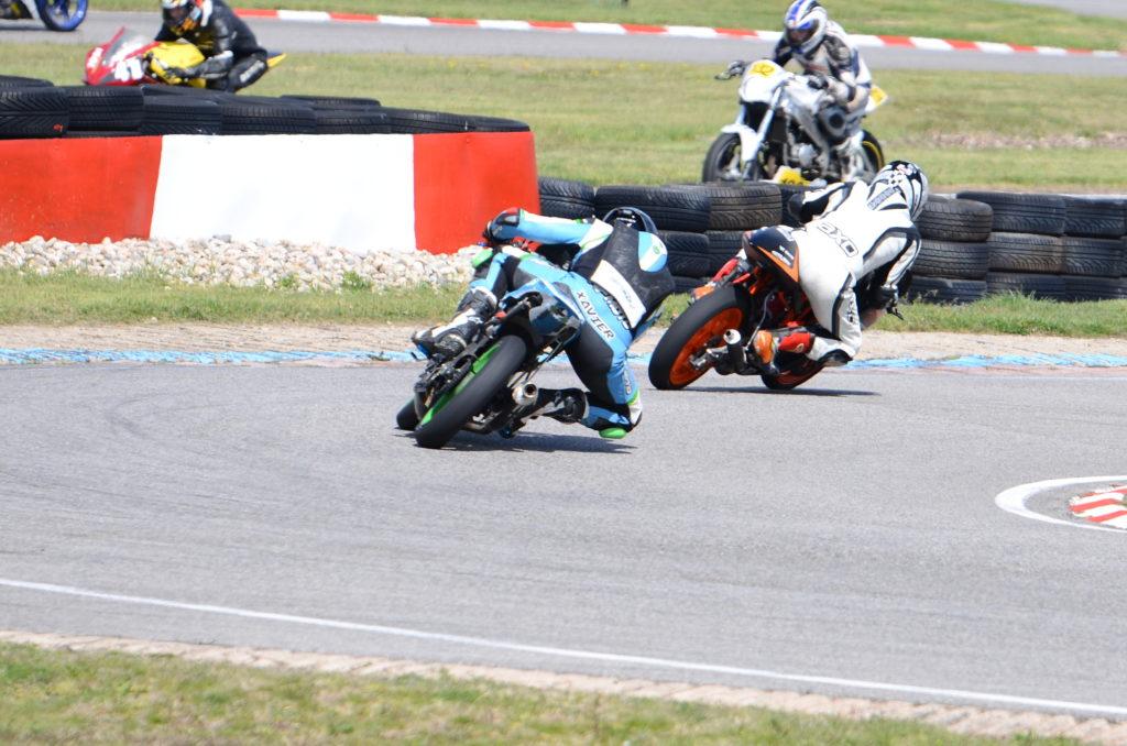 Essai pneu moto piste Racing V02
