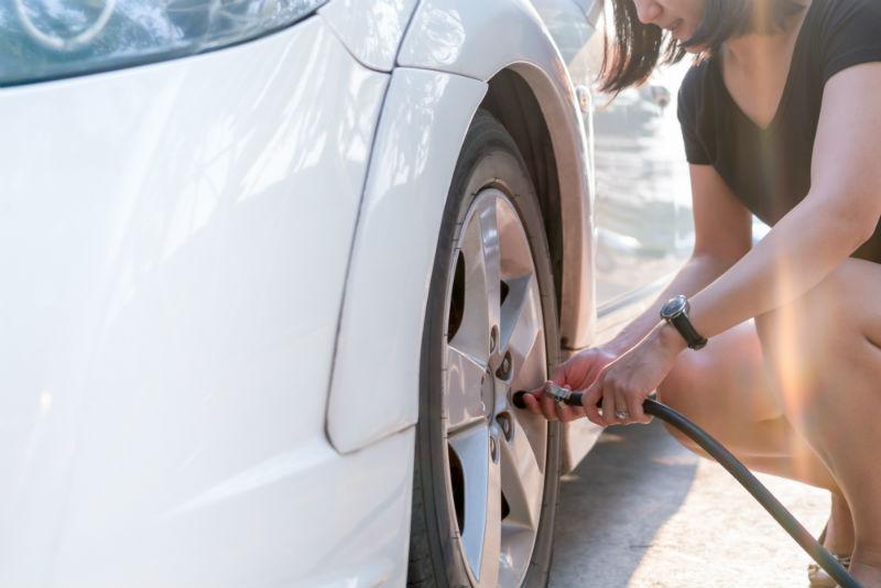 Faire la pression des pneumatiques