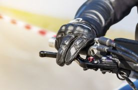 Freinage moto : 10 règles à connaitre pour freiner sur route